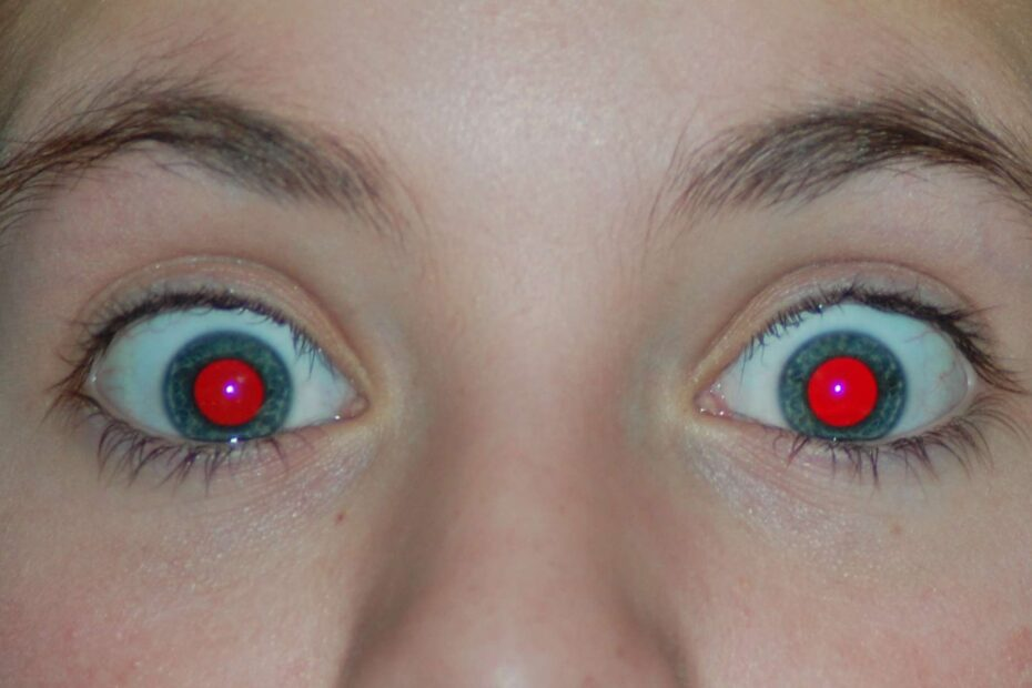 yeux rouges en photo